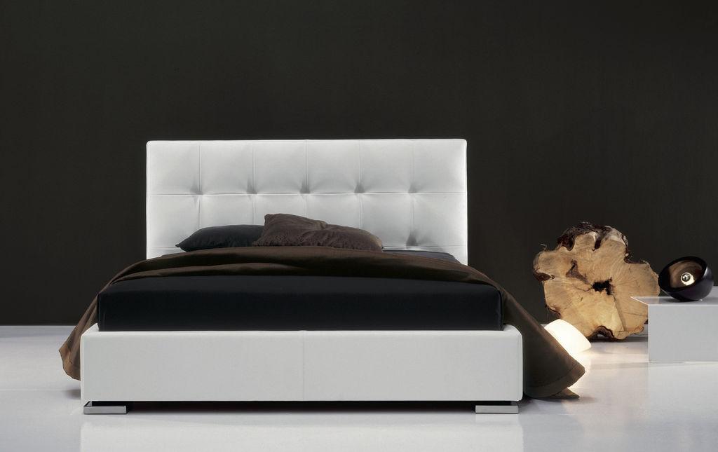Twils letto max capitonne ferrario arredamenti - Vestire il letto ...