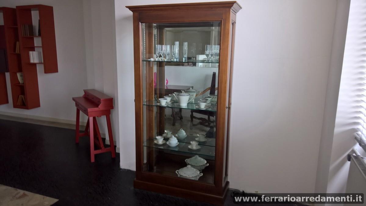 VETRINA - € 990